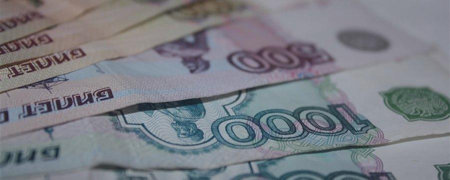 Рубль уверенно растет в понедельник днем