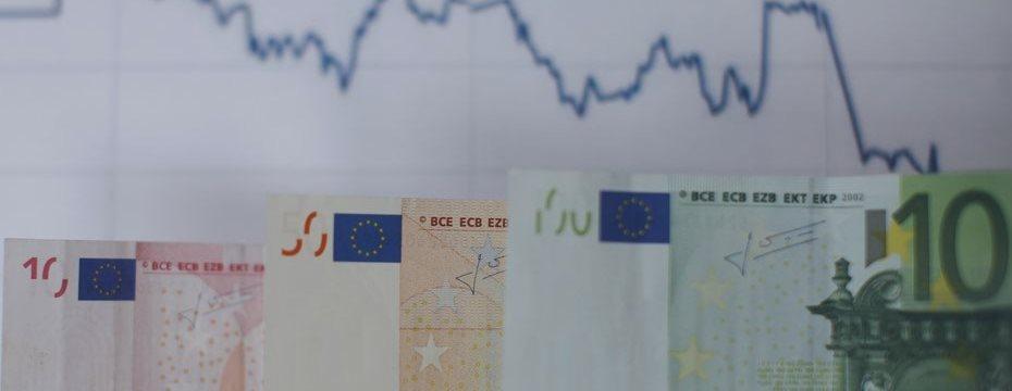 Евро упал до 7-месячного минимума
