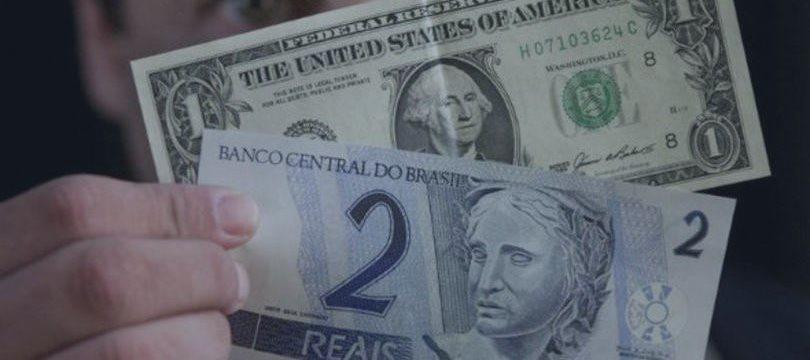 Dólar cai a R$ 3,72 após ata do Fed e anúncio de leilão de linha pelo BC