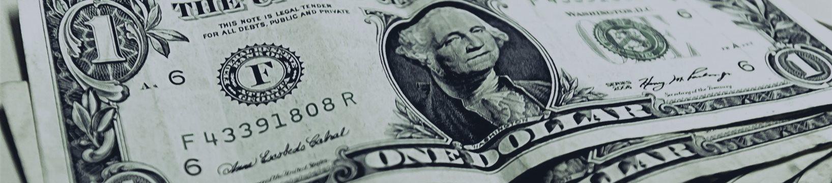 Dólar opera em baixa com BC e antes de PIB dos EUA