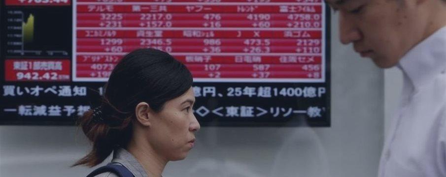 Bolsas de Asia ceden, dólar opera cerca de máximo en 8 meses