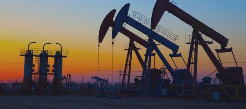 Petróleo opera em baixa com sinais de produção robusta nos EUA