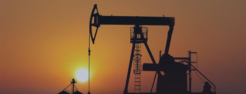 Нефтяные фьючерсы дешевеют в понедельник