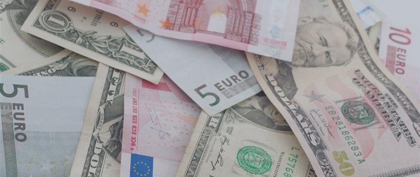 Доллар снова переходит к росту, евро слаб перед заседанием ЕЦБ