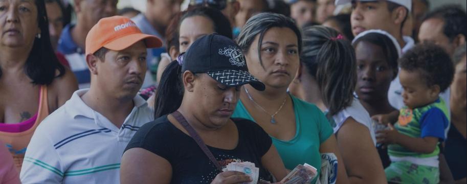 Encurralada pela inflação, Venezuela importa bilhões de cédulas de bolívar