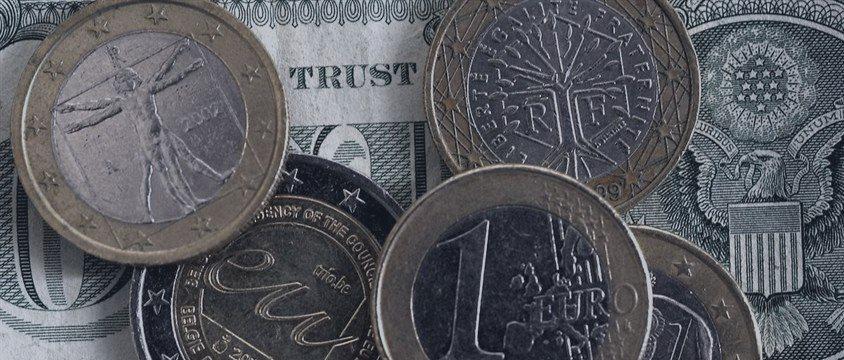ЦБ понизил курс евро на вторник на 92 копейки