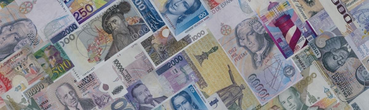 Евро дешевеет к большинству основных валют мира