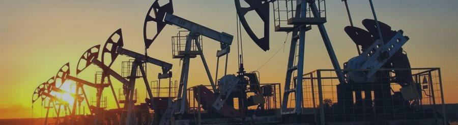 Нефть продолжает подниматься в цене на фоне падающего доллара США