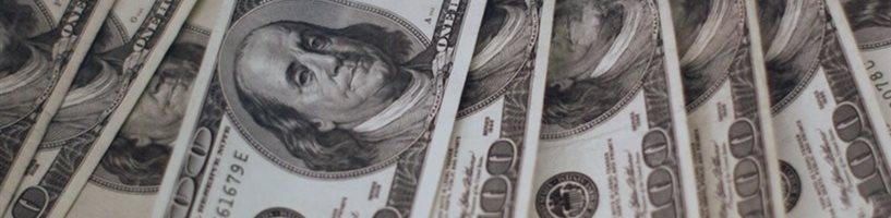 Доллар стартовал в понедельник ростом до сентябрьского уровня