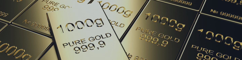 Золото слабо дешевеет на фоне укрепления доллара