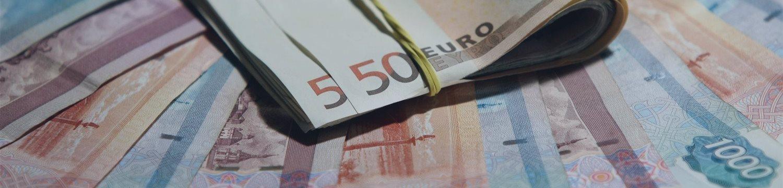 ЦБ понизил официальный курс евро на два рубля