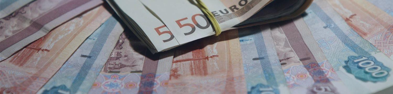 Официальный курс евро на выходные и понедельник снизился до 63,12 рубля