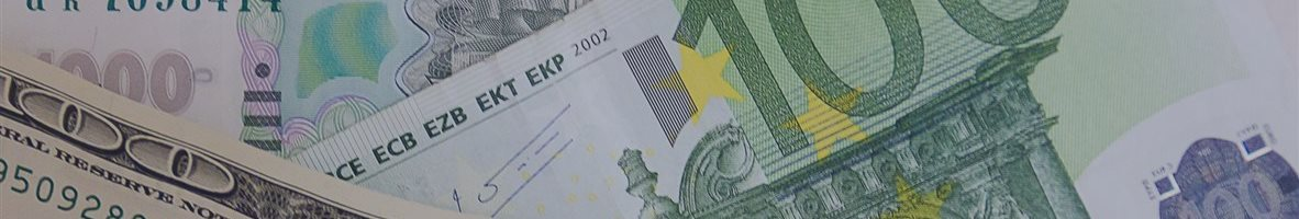 Евро и доллар «провалились» до минимума к рублю с лета 2015 года