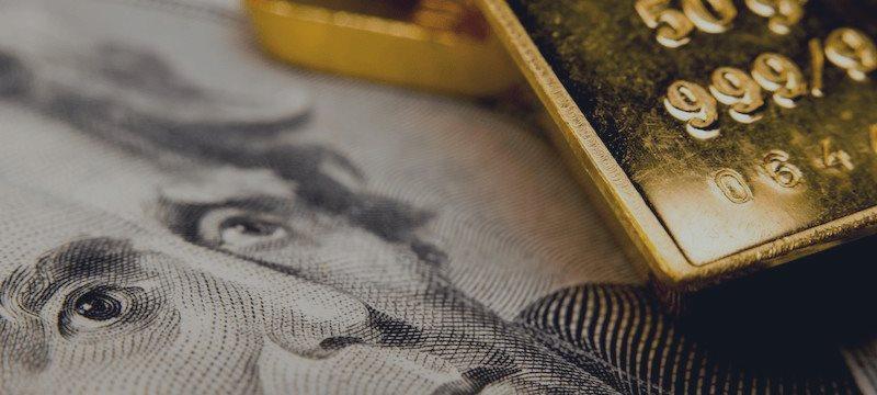 Глобальное падение рынков заставляет инвесторов вновь обратить внимание на золото