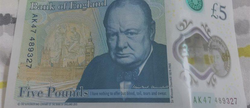 СМИ обнаружили ошибку на новых банкнотах Банка Англии
