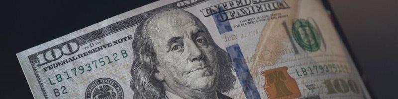 Обзор: Доллар снижается перед комментариями главы ФРС