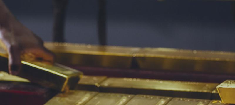Золото снижается при росте доллара