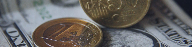 ЦБ снизил курсы доллара и евро более чем на 2 рубля