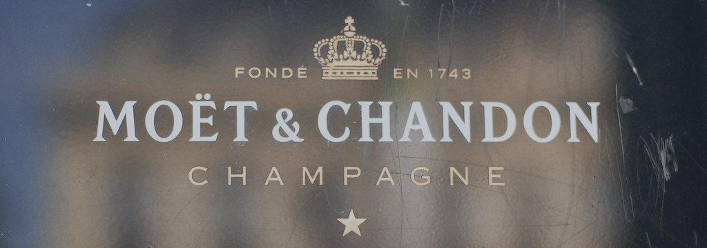 Любителям шампанского из США придется раскошелиться